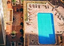Cómo mantener el agua de la piscina limpia en verano