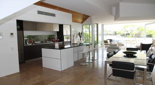 Ideas para cocinas integradas al salón en viviendas