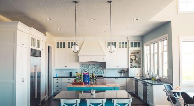 Cristalera de cocina, solución ideal para la separación del salón