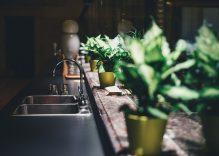 Cómo cambiar un fregadero de cocina en una reforma