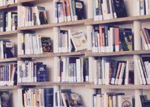 5 claves para instalar una biblioteca con estantería empotrada
